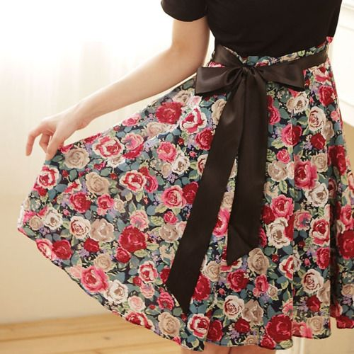 Love that flower skirt:) And the bow!