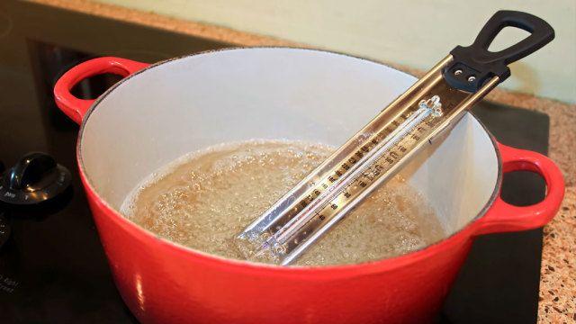 Zuckerthermometer: Wie Sie perfekte Süßigkeiten zaubern