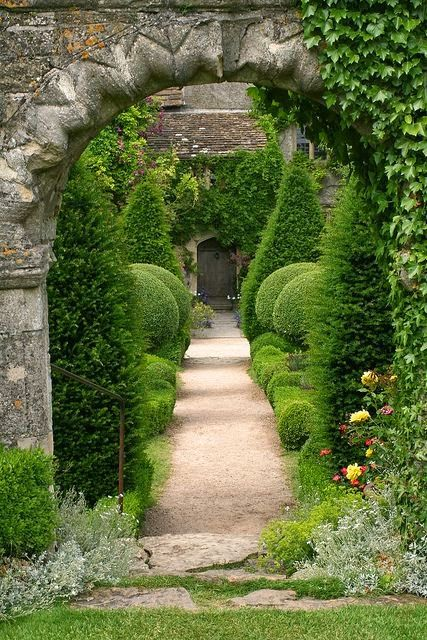 Abbey House Gardens, Malmsbury, Wiltshire. | Dreaming Gardens