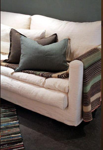 Layered sofa - this looks so comfy! Canapé blanc - CARAVANE