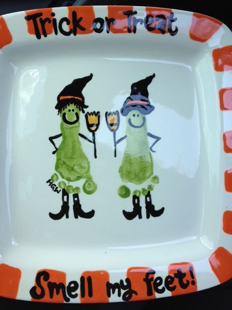 Trick or Treat: Footprints, Thanksgiving Plate, Christmas Handprint Plate, Tricks Or Treats, Baby Feet, Foot Prints, Treats Smells, Halloween Crafts, Halloween Ideas