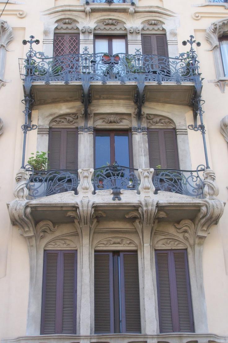 Casa Campanini, via C. Pisacane, 12, Milano. Architetto A. Campanini | Dettaglio parapetti