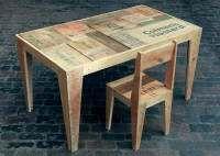 Tafel met stoel van leuke oude kisten.