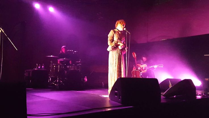 Silver Springs - Florence + the Machine (Fleetwood Mac Cover, War Child Passport to the BRITS 2016) - YouTube