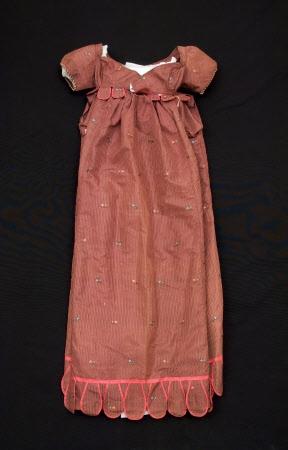 Linen and silk maternity regency dress 1815. Snowshill Manor © National Trust / Simon Harris