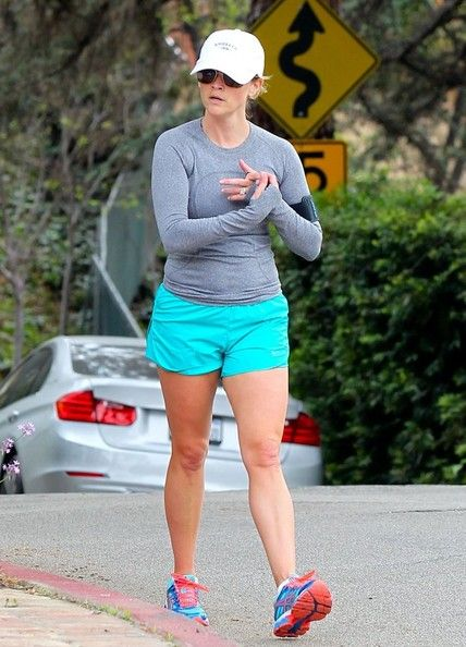 Reese Witherspoon - Reese Witherspoon Out For A Jog