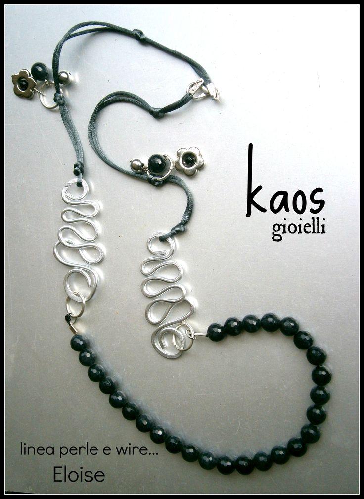 collana realizzata con agate e inserti in alluminio battuto