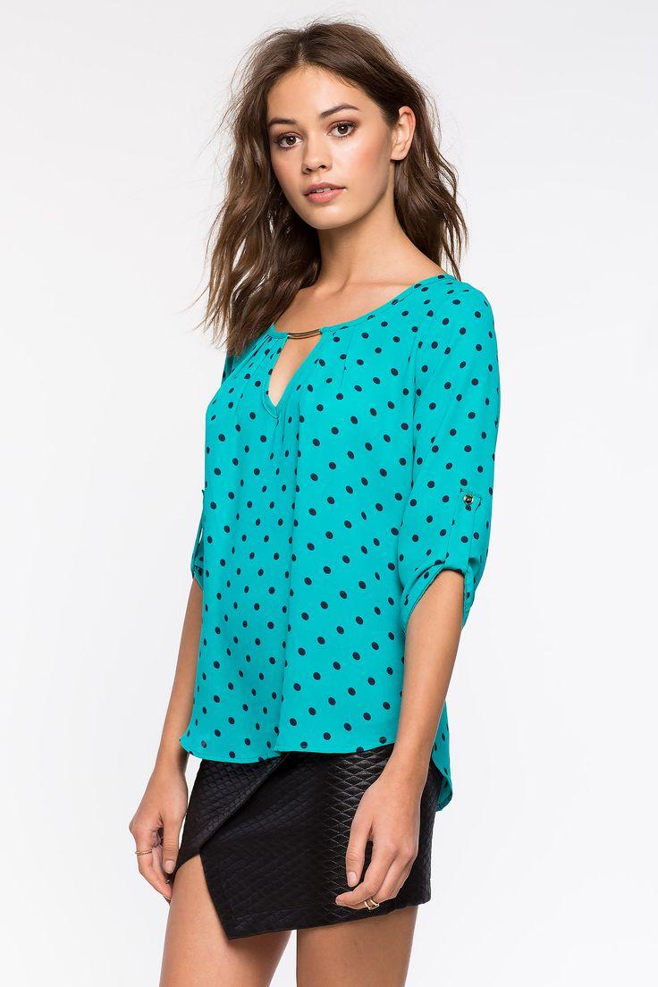 Блузка в горошек Размеры: S, M, L Цвет: зеленый, темно-синий с принтом Цена: 1326 руб.     #одежда #женщинам #блузы #коопт