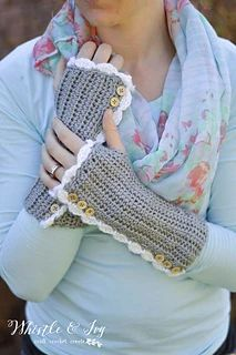 Vintage Arm Warmers (with Thumbholes) pattern by Bethany Dearden