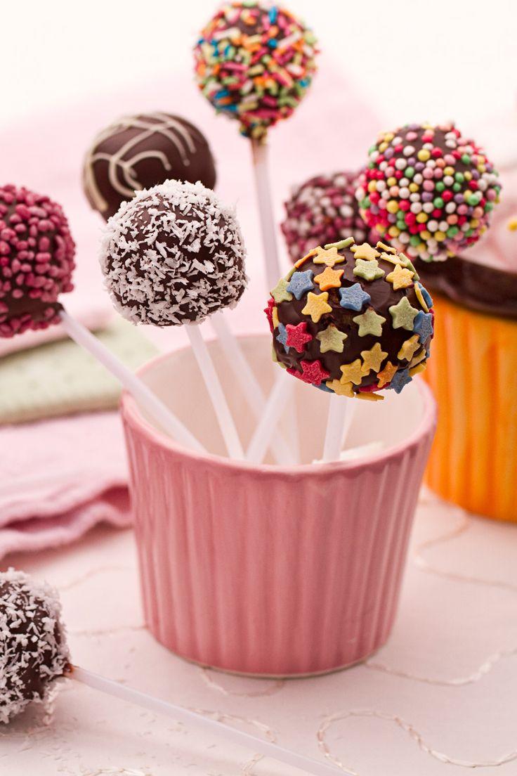 Cake pops: golosi e colorati. Perfetti per feste e merende... E per che no? Anche per Carnevale!  [Carnival cake pops]