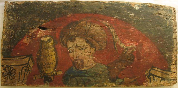 """• TAVOLA XIV cm 43,5 x 21,5 x 2 MORO CON FALCONE SUL POSATOIO Il legno del retro è altamente deteriorato dai fori di tarlo, e presenta gallerie """"a tarlo lungo"""" che si riscontrano anche sui margini del recto, ma nonostante il danneggiamento generale, la pellicola pittorica si mostra solida soprattutto nella parte centrale. Figura maschile frontale con barba castana a pizzo, turbante ornato da lunghe piume di fagiano e guanti da falconiere. A sinistra, un uccello sul posatoio che a causa delle…"""