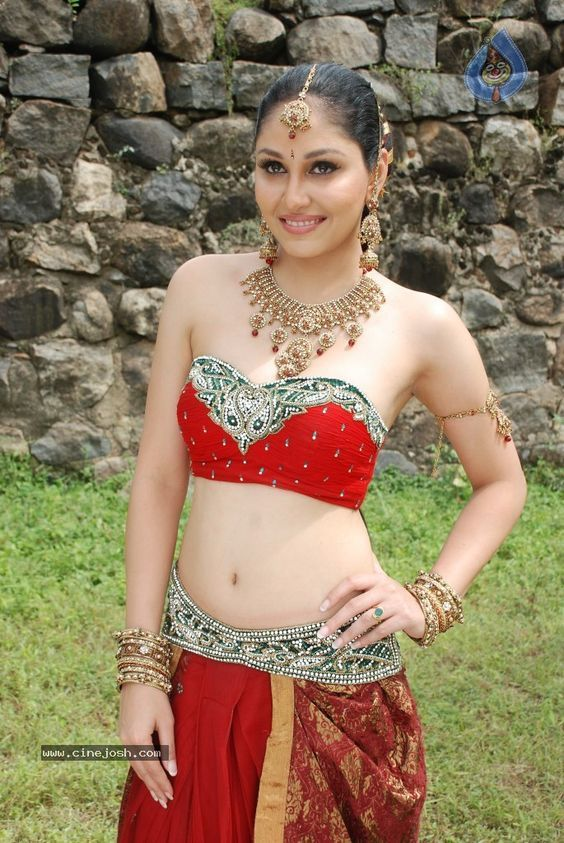 Pooja Chopra New hot Bikini Pictures (1)