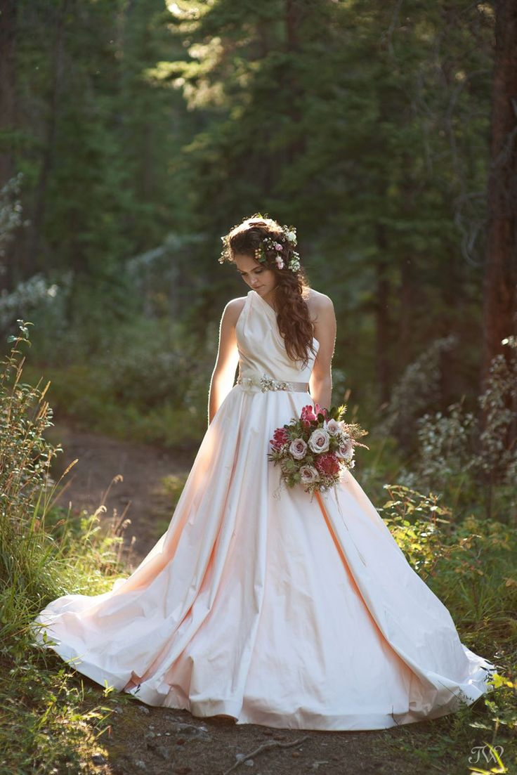 Rocky Mountain bride near Canmore Alberta wearing a blush @romonakeveza gown from @cameocalgary | Bouquet from @flowersbyjanie | captured by Calgary wedding photographer Tara Whittaker