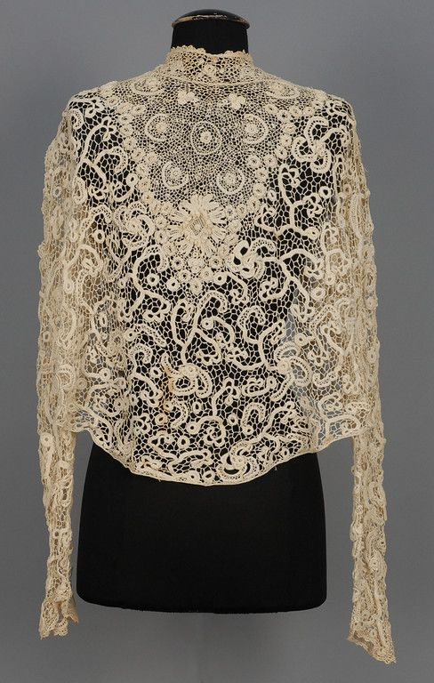 IRISH CROCHET BLOUSE, EARLY 20th C. High neck with raised flowers and back crocheted buttons. Back