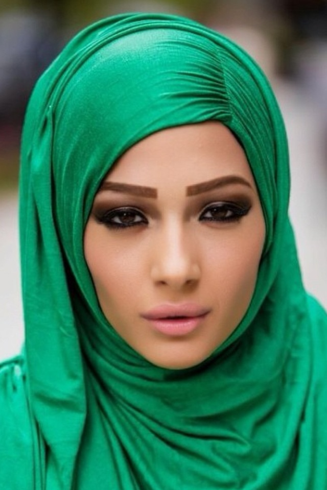 Green hijab and brown eyeshadow