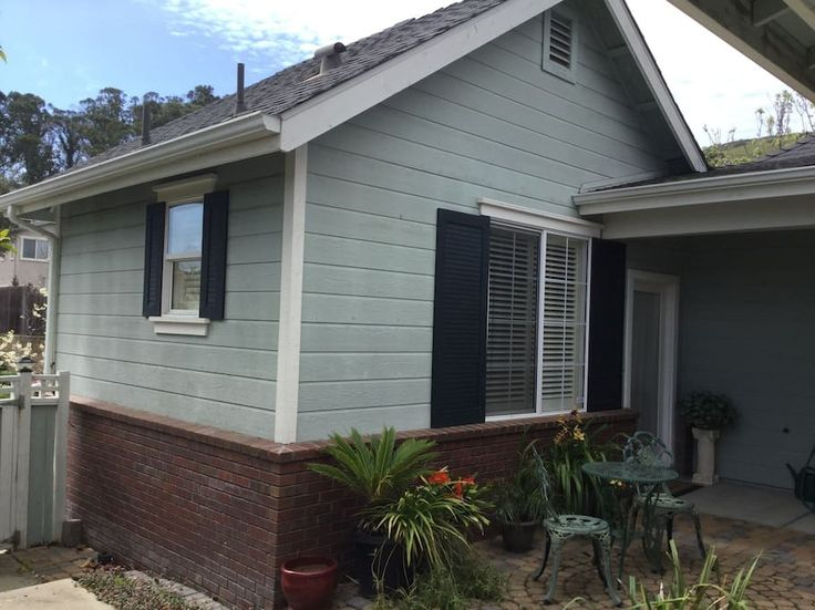 in San Luis Obispo, US. Our Casita is a private room and bath in a safe and quiet neighborhood in San Luis Obispo. Just a short drive to downtown, wine tasting, and Cal Poly.  Refrigerator, microwave and coffee pot are provided in room. Single queen bed is perfect for tw...