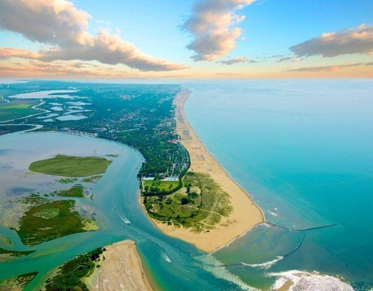 Cautati alternative de turism de litoral la clasicele Grecia - Turcia - Bulgaria ? Zona Bibione - Lignano in nordul Italiei este o optiune foarte faina.