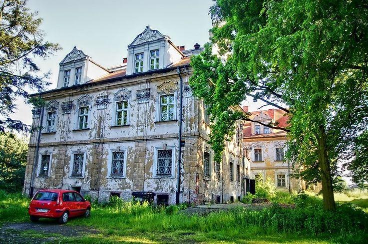 Pałac  w Turawie zaprojektowany przez opolskiego architekta Adama Tentscherta