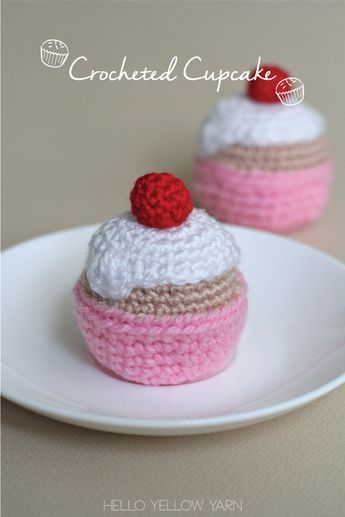 Free Crochet Cupcake Pattern at http://helloyellowyarn.com/2015/01/15/crocheted-cupcake-free-pattern/