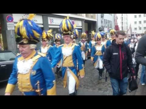 Einzug des Kölner Dreigestirn 2017 in die Hofburg - YouTube