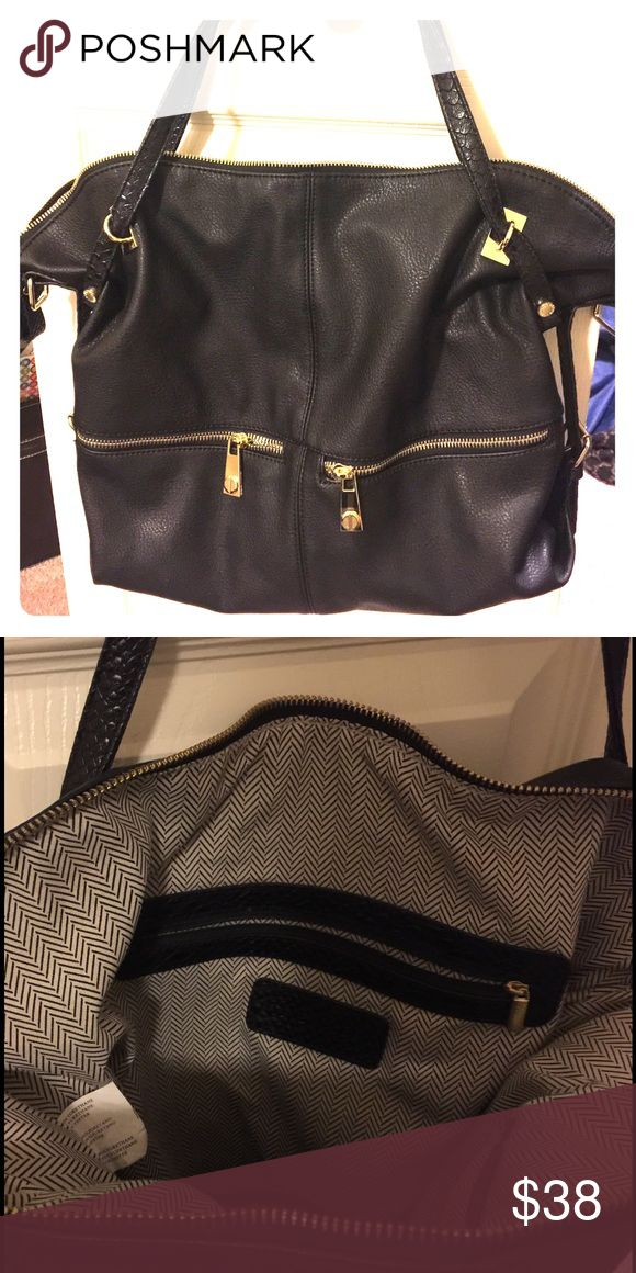 Steve Madden Handbag Black Steve Madden purse with gold zippers. Lightly used, in excellent condition! Steve Madden Bags Totes