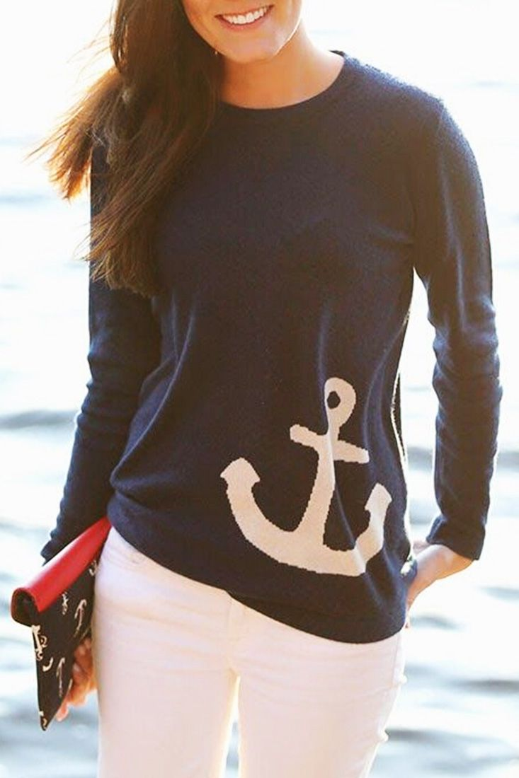 The sweatshirt is featuring anchor pattern. Long sleeve. O neck. Loose fit.