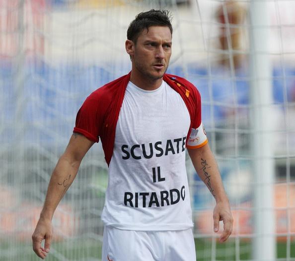 "Francesco Totti: ""Scusate il ritardo"" (Sorry for the delay)... Own the t-shirt"