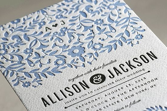 Invitaciones de boda elegantes con termograbado: con diseño floral