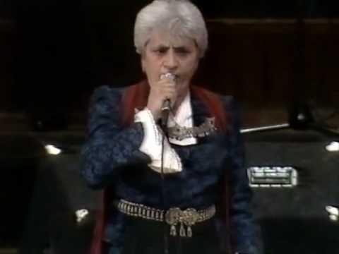 Δόμνα Σαμίου - Έχε γεια Παναγιά - Domna Samiou Τραγούδι από την Κωνσταντινούπολη. Απόσπασμα από τη συναυλία που πραγματοποιήθηκε στο Τάουν Χολ του Σίδνεϊ, το 1984, στο πλαίσιο του 5ου Ελληνικού Φεστιβάλ Σίδνεϊ.