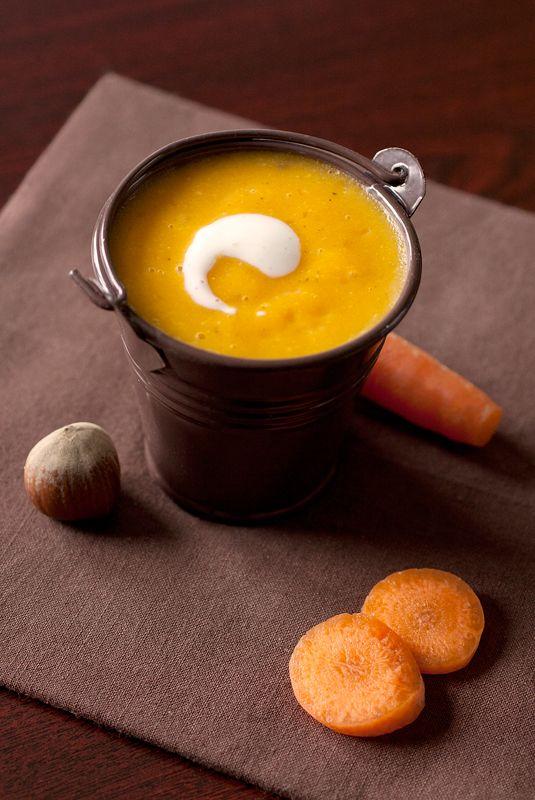 Cro'K'Mou - Blog culinaire - Food & Photography: Velouté de potiron, carottes, pommes de terre et noisettes.