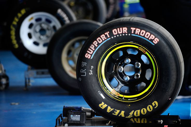 Two tire compounds, in one race, brings endless strategies at Charlotte Motor Speedway https://racingnews.co/2017/04/12/two-nascar-tire-compounds-in-use-at-charlotte/  #nascar