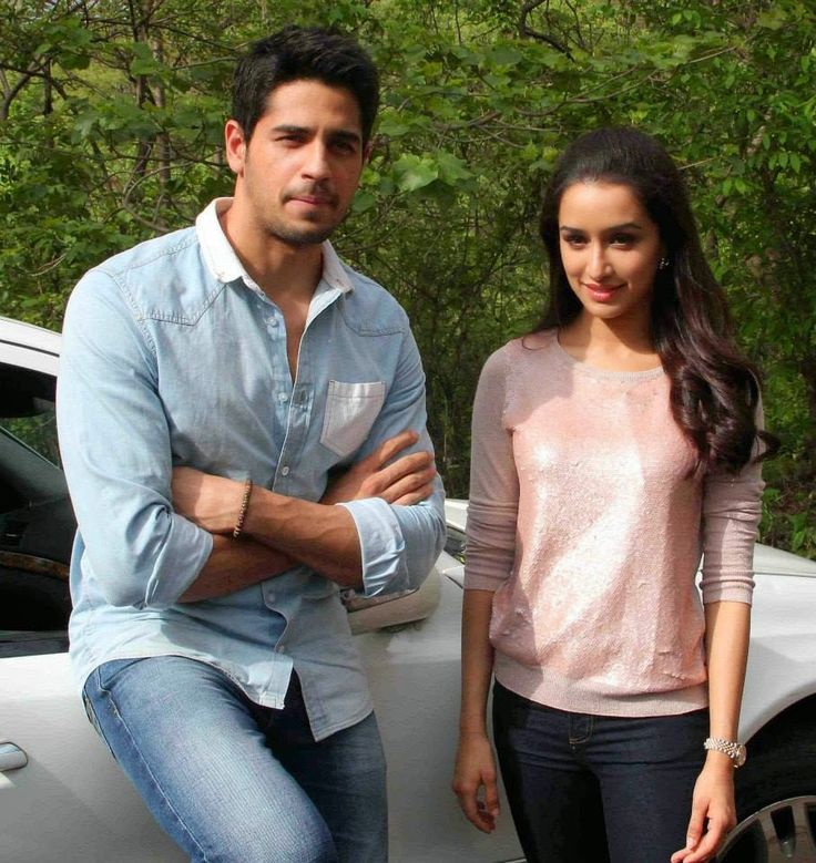 Shraddha Kapoor and Siddharth Snapped together on Road for Ek Villain Promotion