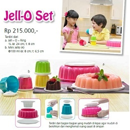 Tupperware Indonesia Jell-O Set Nama Produk: Jell-O Set Harga: Rp. 215,000,- Kategori: Katalog Tupperware Indonesia Promosi Mei 2013 Deskripsi Produk: a. Jell – O – Ring: 1L /ø: 24 cm; t: 8 cm b. Mini Jello (4): @100 ml /ø: 8 cm; t: 6,5 cm  Jell-O Set Tupperware ini terdiri dari bagian bagian yang mudah di lepas agar mudah dibersihkan dan menghemat ruang saaat disimpan.