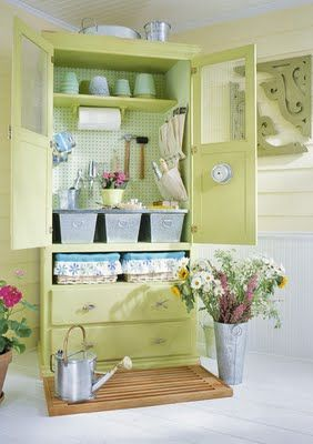This such a cute way to organize garden supplies!