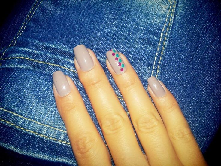 Nude nails with dots