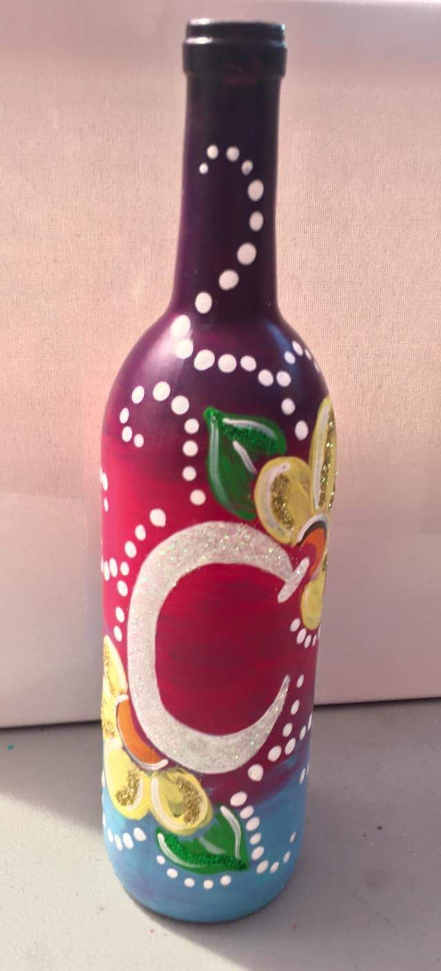 70 Adorable Wine Bottle Painting Ideas For Diy Home Decor Wine Diy Crafts Wine Bottle Diy Crafts Bottle Painting