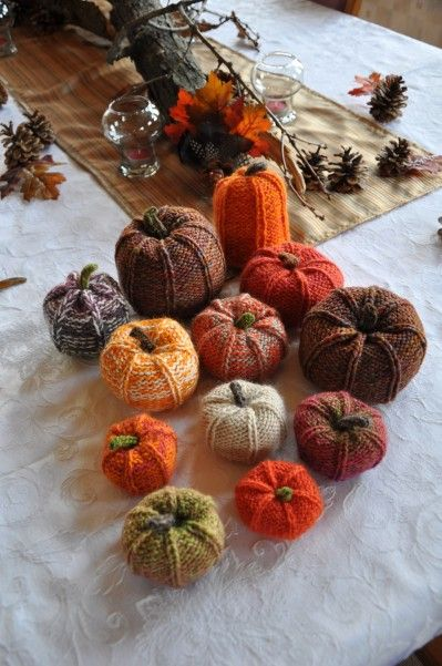 DIY Knit Pumpkins #fall #centerpiece #DIY #homedecor