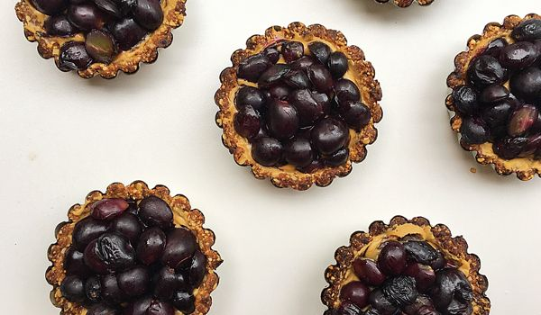 Peanut Butter and Grape Tarts.  A healthy dessert - no added sugar, vegan and gluten free!  #healthyrecipes #nutreats #pbandj