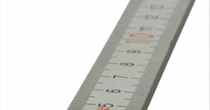 Cómo convertir nanómetros a metros. El sistema métrico permite una conversión fácil entre unidades de medida. El metro es la unidad estándar de medida de distancia en el sistema métrico. Un metro equivale aproximadamente a 3,28 pies. Un nanómetro es una unidad de medida usada principalmente en cálculos científicos, equivaliendo exactamente a una mil millonésima parte de un metro. ...