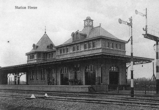 Station Heeze-Leende was de naam die vroeger het station droeg. Deze foto is gezien vanaf de zijde van de CHV (Boerenbond).