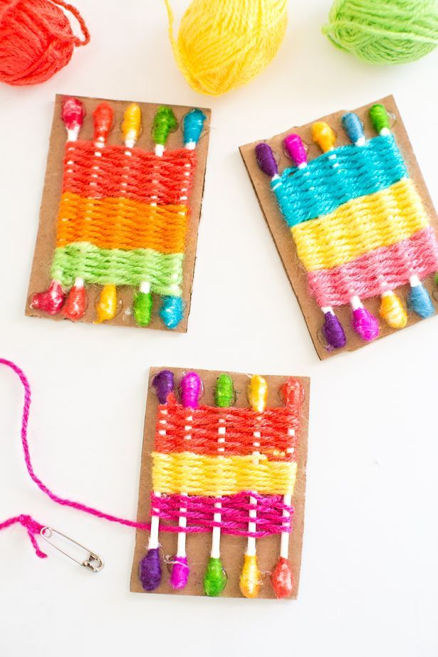 How to Make a Q-Tip Weaving Loom for Kids. Easy way to introduce weaving to kids and great for practicing fine motor skills!