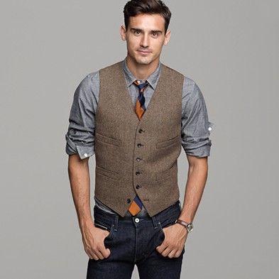 Jérémy chef d'entreprise. *C'est surtout le côté classe que l'on remarquera ici,avec un veston,une chemise et une cravate. Le jean donne un côté cool et décontracté.