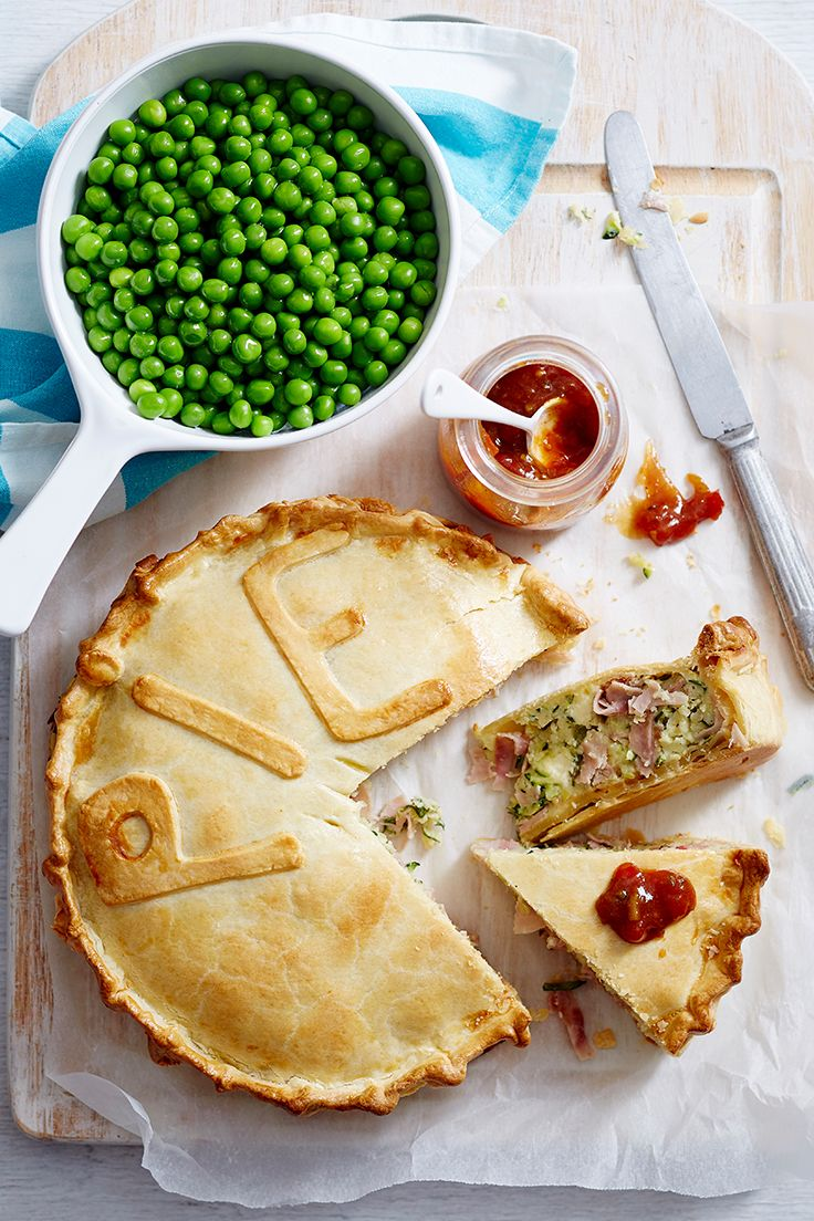 Accompanied with steamed peas and onion chutney, this tasty ham, egg and couscous pie will be a welcome addition to your dinner repertoire.