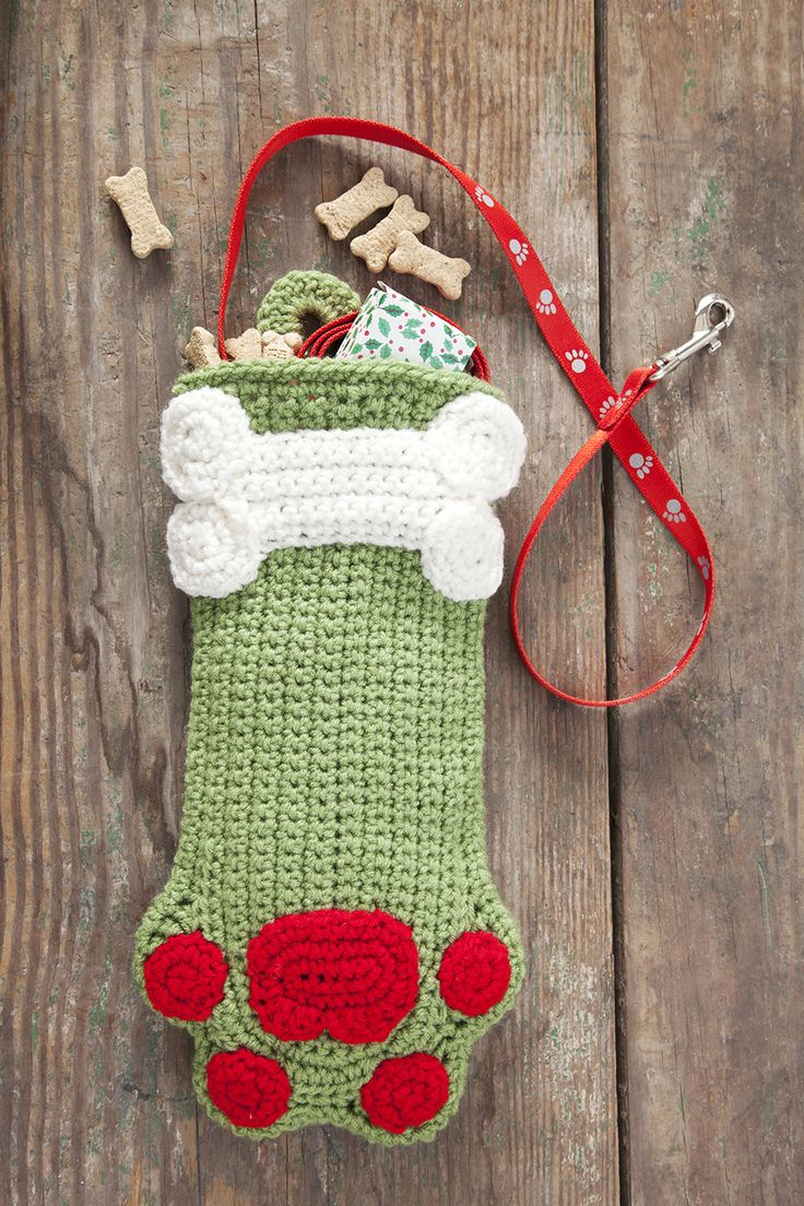 Dog Paws Christmas Stocking - Free crocheting patterns - how to crochet a Christmas stocking - DIY hand made home made paw shaped stocking pattern - Christmas time crochet tutorial for pets - crocheted holiday gift ideas for dogs