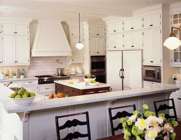 Traditional kitchen design with white kitchen cabinets with oil