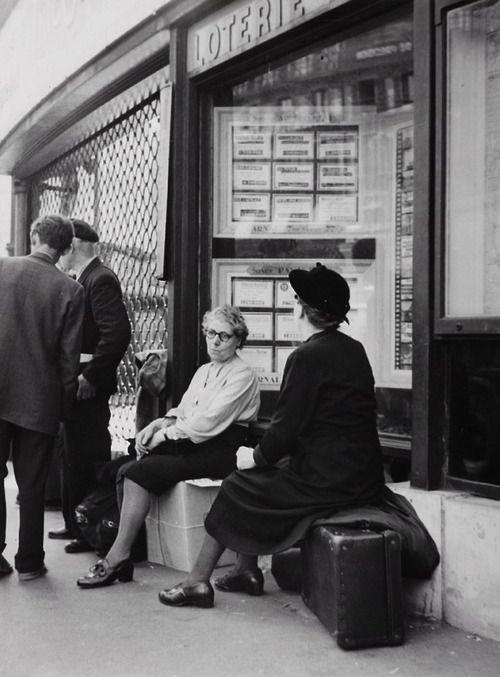 Gare Saint-Lazare Paris 1957 Photo: Robert Doisneau