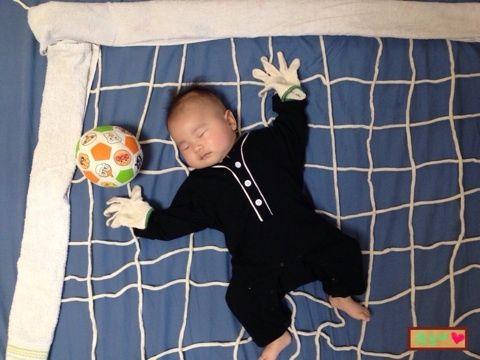 寝相アートサッカー