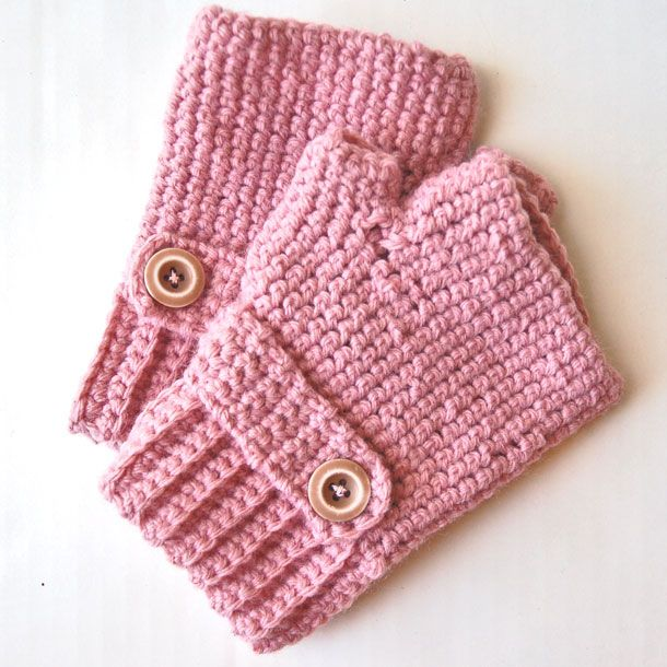 fingerless gloves crochet @Synovia Bain you'll have to make us all some of these if our new space stay cold!