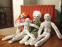 Sock Skeleton crafts!: Socks Skeletons, Diy Halloween, Skeletons Crafts, Socks Monkey, Socks Puppets, Halloween Socks, Halloween Crafts, Socks Dolls, Halloween Ideas