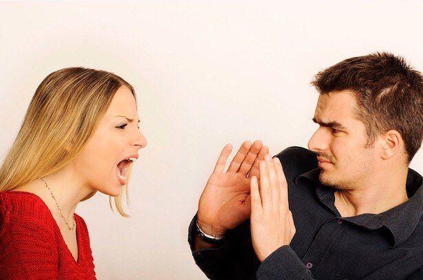 Femeia când se ceartă poate spune tot felul de lucruri.  Ea te poate răni se poate comporta urât. Sucumbarea emoțiilor poate duce la acte prostești și inexplicabile. Unii se comportă violent ataca și insultă femeia în timp ce alții tăgăduiesc dar apoi liniștit ca o otravă picătură cu picătură o otrăvesc. Ofensată femeia poate scăpa spunând că relația ei nu mai este și nu va mai fi niciodată. În acest moment mulți bărbați fac greșeala - o lasă.  Ei speră că va dura ceva timp și se va calma…